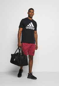 adidas Performance - ESSENTIALS SPORTS SHORT SLEEVE TEE - T-shirt con stampa - black - 1