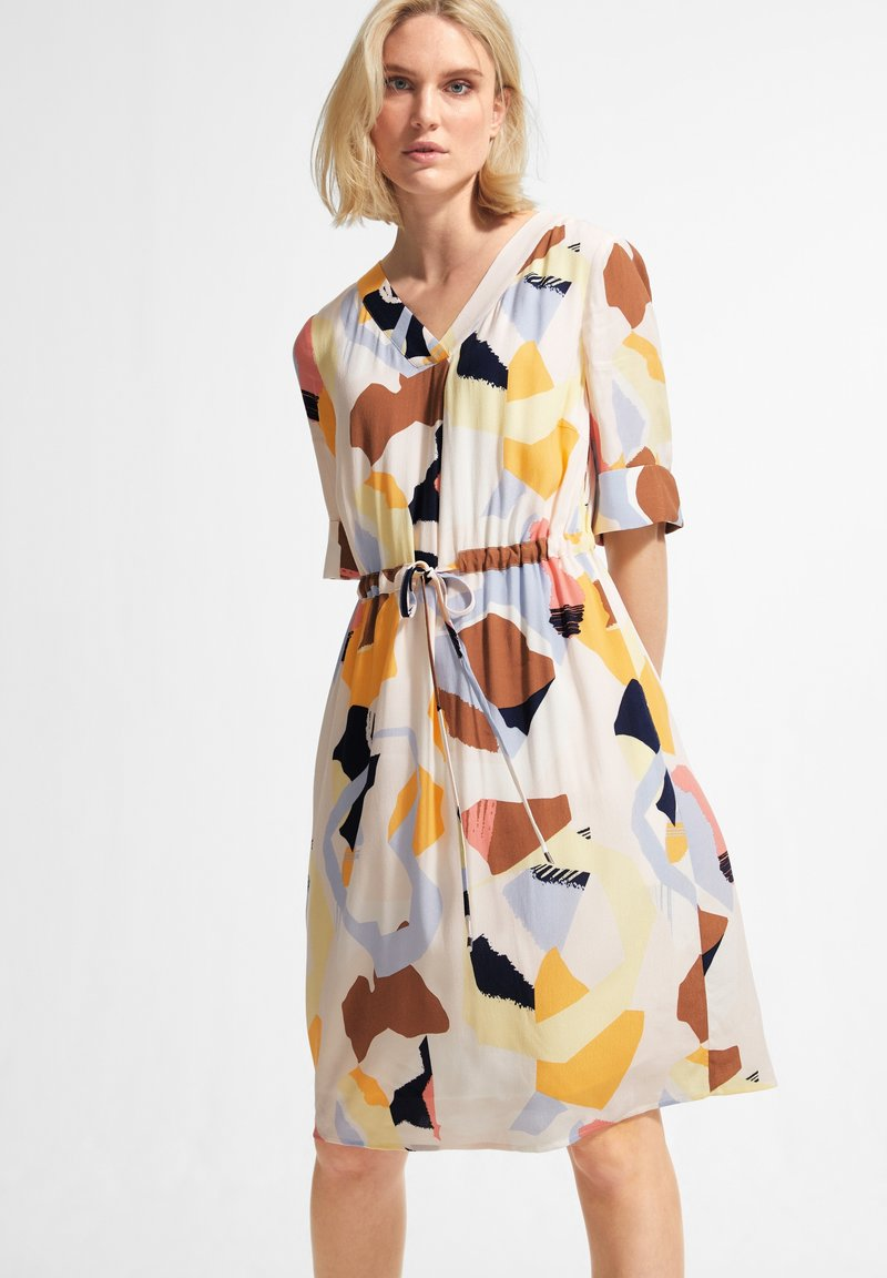 comma casual identity - Day dress - blush abstract geo