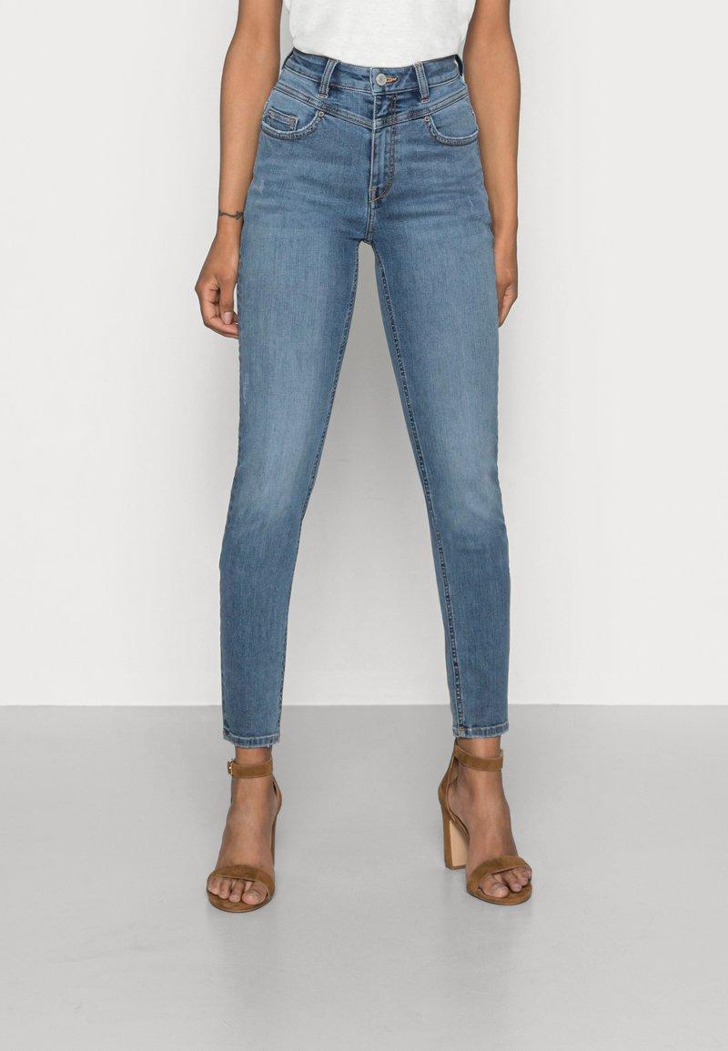 Esprit - SHAPING - Jeans Skinny Fit - blue medium wash