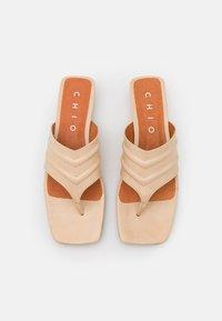 Chio - Sandalias de dedo - beige poncho - 5