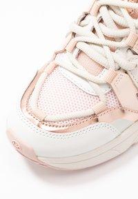 MICHAEL Michael Kors - HERO TRAINER - Sneakers hoog - cream/multicolor - 5