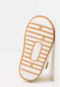 Robeez - MIGOLO - First shoes - jaune - 4