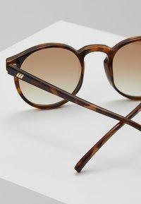 Le Specs - TEEN SPIRIT DEUX - Aurinkolasit - tort - 2