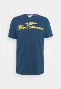 Ben Sherman - SIGNATURE FLOCK TEE - Print T-shirt - indigo - 4