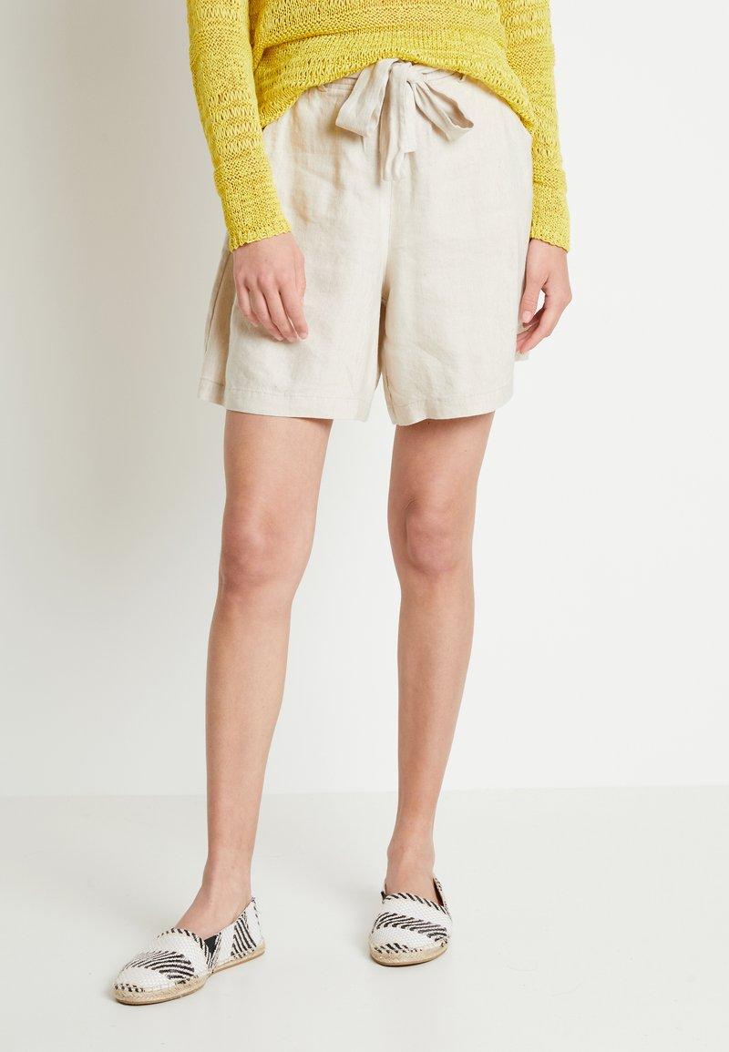 Lounge Nine - LAUREN - Shorts - beige