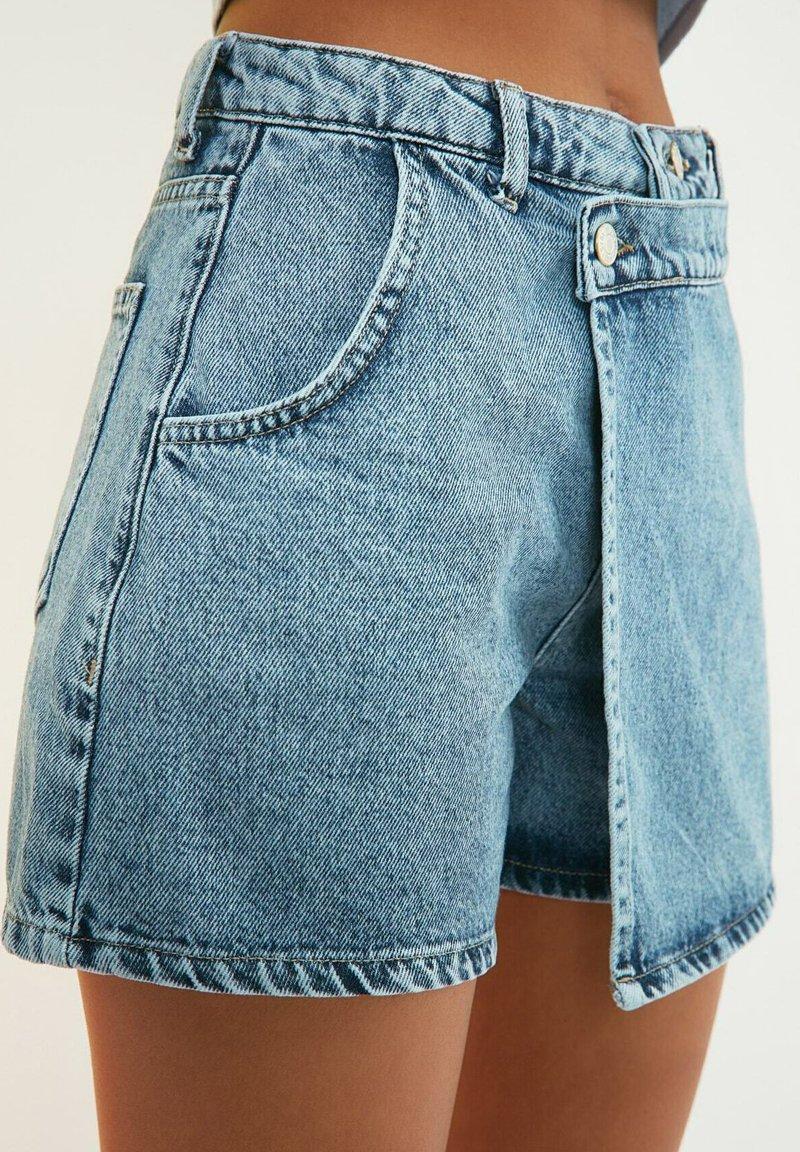 Trendyol - PARENT - Denim shorts - blue