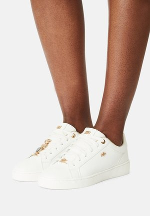 HEMMY - Trainers - white/gold