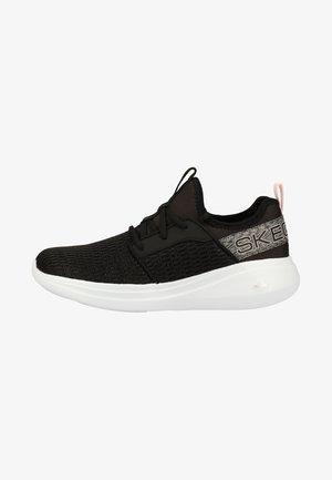 GO RUN FAST - Neutral running shoes - black
