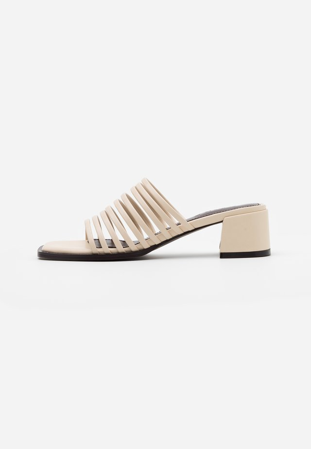 MULTI STRAPPY BLOCK HEEL  - Pantolette hoch - natural