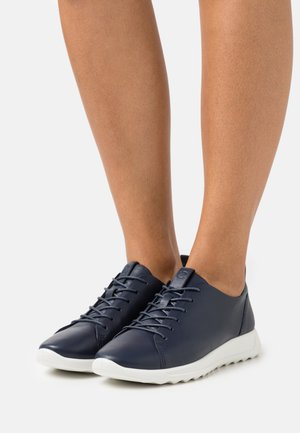 FLEXURE RUNNER - Sneakersy niskie - marine