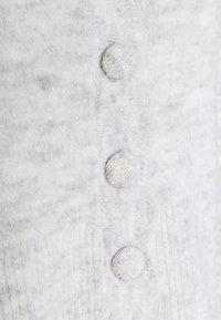 Noisy May Petite - NMMODE NECK SHORT - Cardigan - light grey / melange - 2