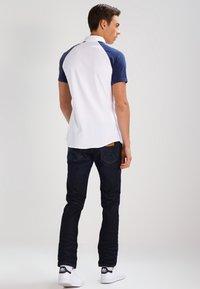 Wrangler - GREENSBORO - Straight leg jeans - rinse resin - 2