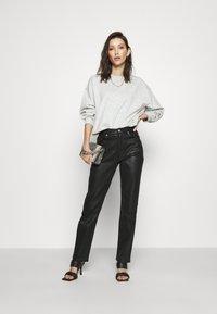 NA-KD - HIGH WAIST - Straight leg jeans - black - 1
