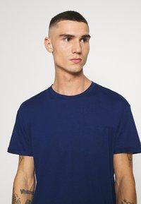 Jack & Jones PREMIUM - JPRVINCENT  - Basic T-shirt - blue - 3