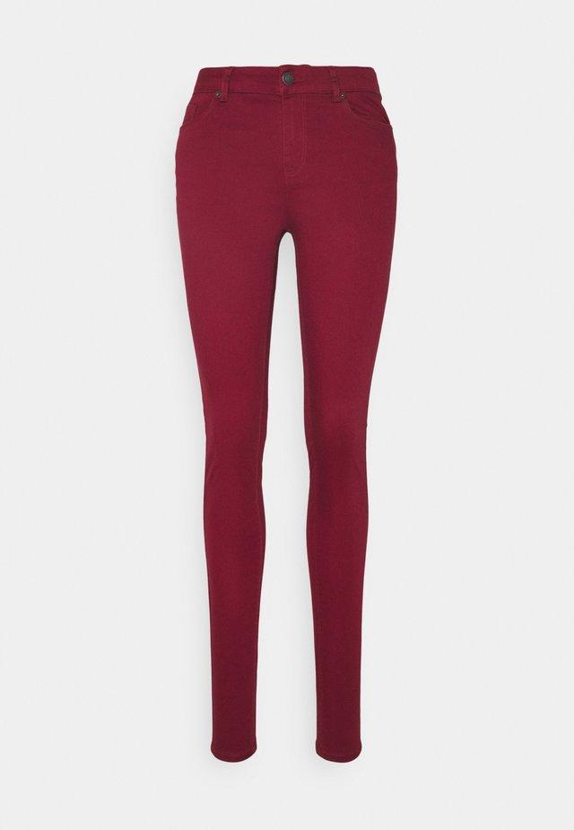 VMHOT SEVEN MR SLIM PUSH UP PANT - Pantalones - cabernet
