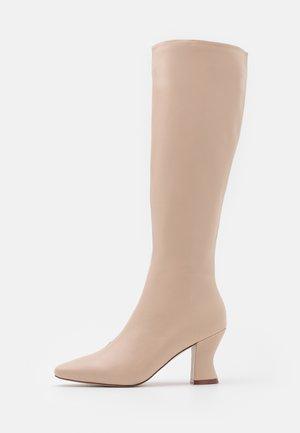 JACEY - Vysoká obuv - nude