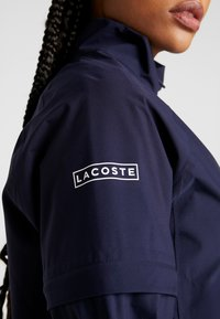 Lacoste Sport - HIGH PERFORMANCE JACKET 2 IN 1 - Outdoorová bunda - navy blue/white - 6