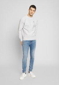 Champion Reverse Weave - BASICS CREWNECK - Sweatshirt - light grey - 1