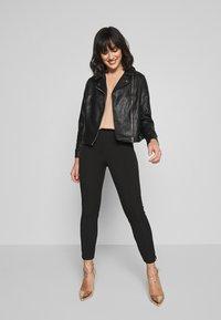 Selected Femme Petite - SLFILUE PINTUCK SLIT PANT - Bukse - black - 1