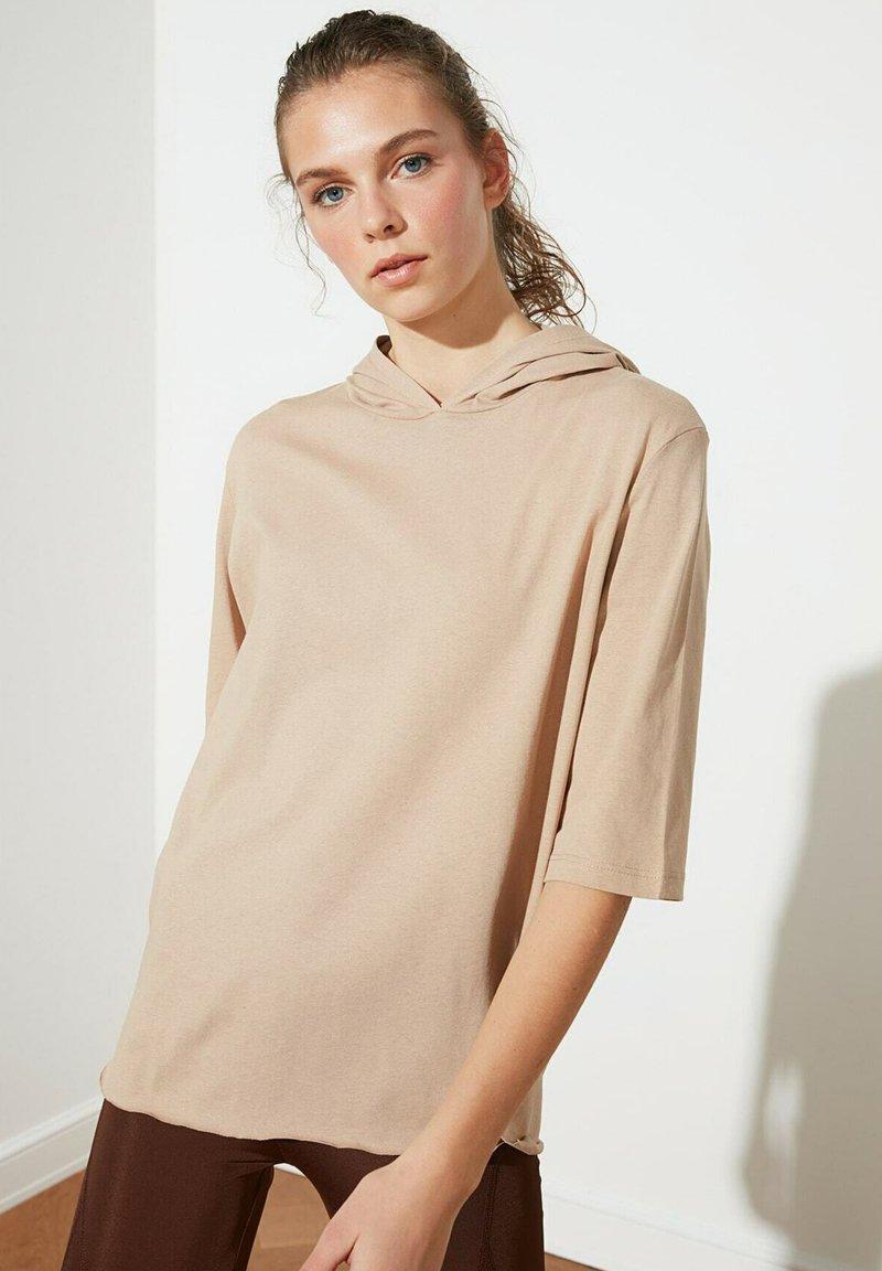 Trendyol - Basic T-shirt - brown