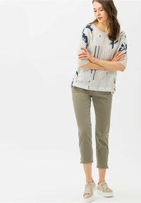 BRAX - STYLE MARY S - Pantalon classique - light khaki - 1