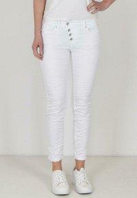 Buena Vista - Slim fit jeans - white - 0