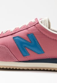 New Balance - WL720 - Matalavartiset tennarit - purple - 2