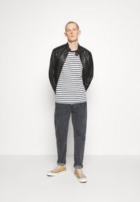 Levi's® - WELLTHREAD 502™ - Straight leg jeans - black denim - 1