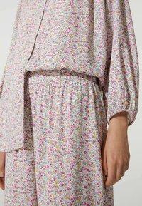 OYSHO - MIT BLÜMCHEN - Pyjama bottoms - beige - 3