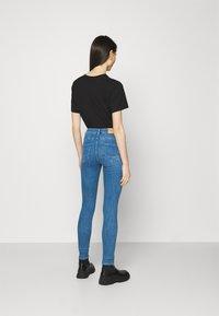 ONLY - ONLPOWER MID PUSH UP  - Jeans Skinny - light medium blue denim - 2