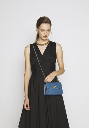 REFINED PARKER SHOULDER BAG - Sac bandoulière - lake