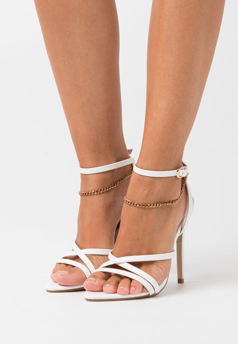 Missguided - MISMATCHING PAIR CHAIN  - Sandały na obcasie - white