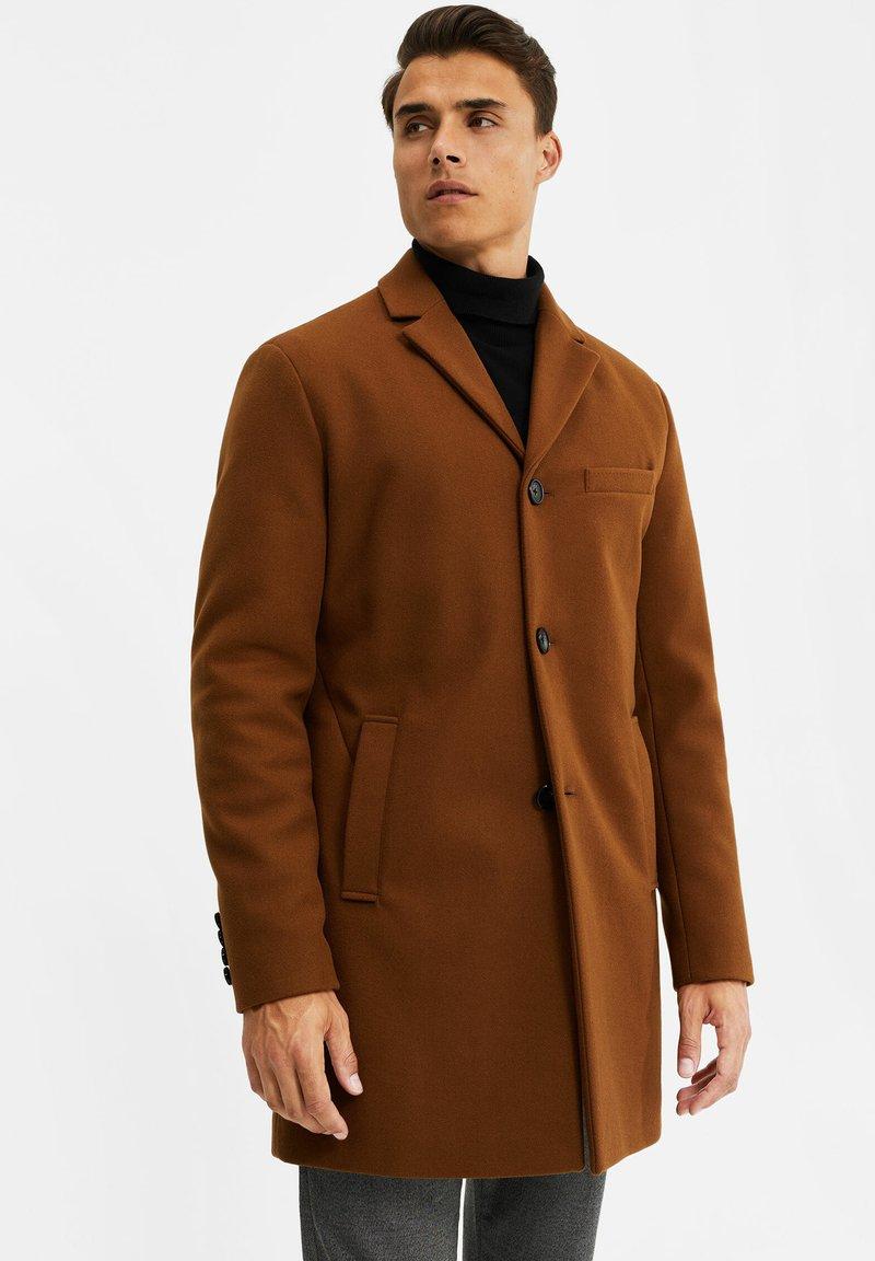 WE Fashion - MANTEL - Classic coat - cognac