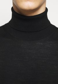 Michael Kors - NEW BASIC TURTLE - Svetr - black - 6