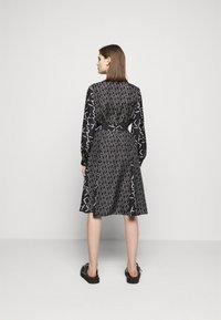 KARL LAGERFELD - FUTURE LOGO DRESS - Robe chemise - digital karl black - 2