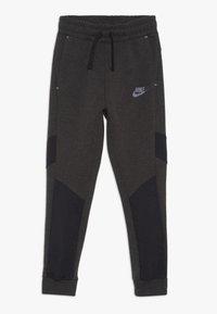 Nike Sportswear - TECH PANT WINTERIZED - Tracksuit bottoms - black/heather - 0