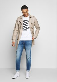 Jack & Jones - JJIMIKE JJORIGINAL JOS - Straight leg jeans - blue denim - 1