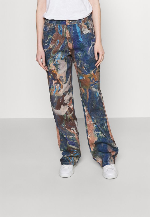 PRINTED SLOUCHY FIT MARBLE - Jeans a zampa - brown/ blue