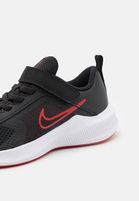 Nike Performance - DOWNSHIFTER 11 UNISEX - Chaussures de running neutres - black/universe red/dark smoke grey/white - 5