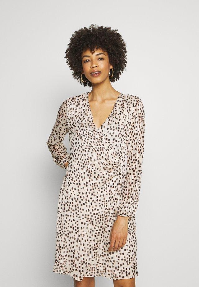 KURZ - Sukienka letnia - ecru/nairobi black