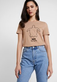 ONLY - ONLFBESS FLOCK ANIMAL - T-shirt z nadrukiem - almondine - 0