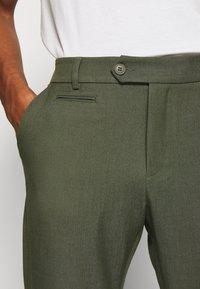 Les Deux - COMO SUIT PANTS SEASONAL - Trousers - deep forrest - 3