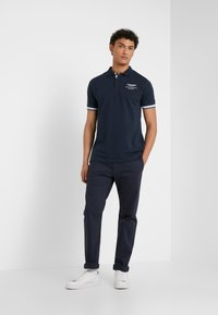 Hackett Aston Martin Racing - AMR TAPE POLO - Koszulka polo - navy - 1