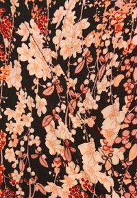 Pieces - PCEMANUELLE DRESS - Vestito di maglina - duna/black - 4