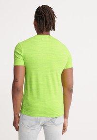 Superdry - VINTAGE CREW - Basic T-shirt - neon green space dye - 2