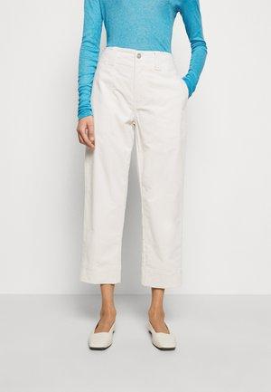 JOSY - Chino kalhoty - linen white