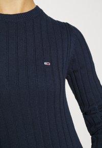 Tommy Jeans - REGULAR - Sweter - twilight navy - 6