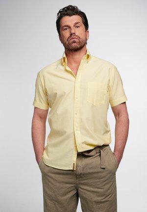 REGULAR FIT - Overhemd - gelb