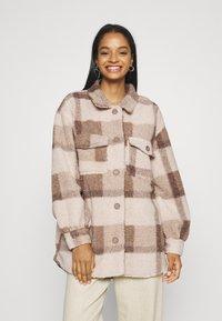 Cotton On - COSY CABIN SHACKET - Krátky kabát - natural - 0