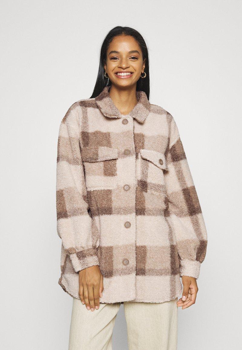 Cotton On - COSY CABIN SHACKET - Krátky kabát - natural